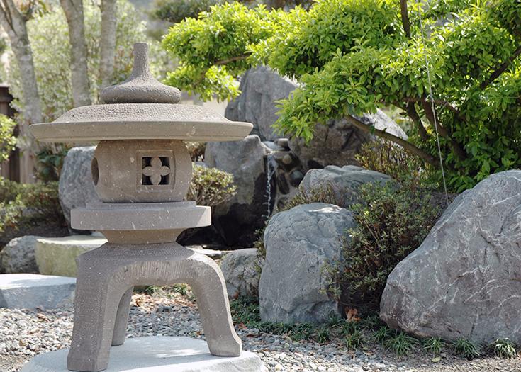 石灯籠とお庭